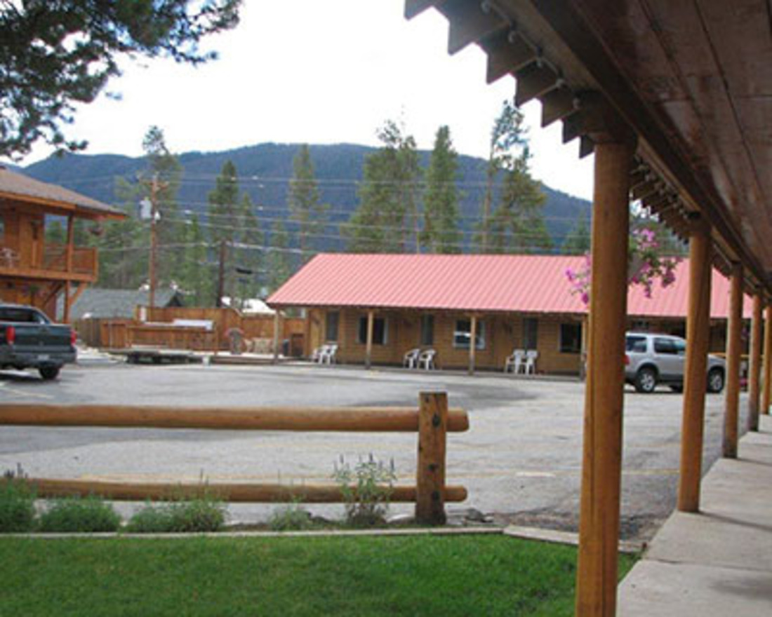 Lone Eagle Lodge and Snowmobile Rentals